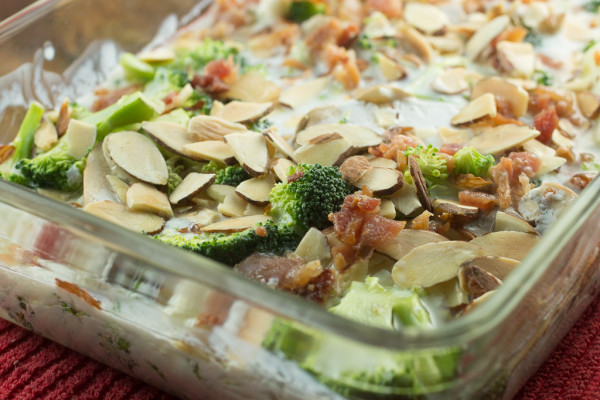 Creamy-Chicken-and-Broccoli-Casserole-600x400