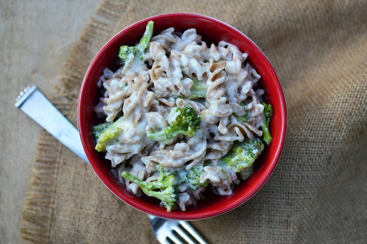 Slow Cooker White Cheddar Broccoli Mac & Cheese
