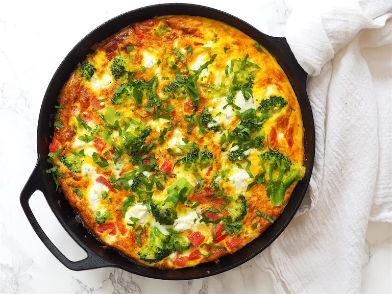 Tomato and Broccoli Broiled Top Breakfast Frittata